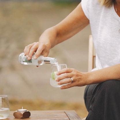 pouring gin mixer