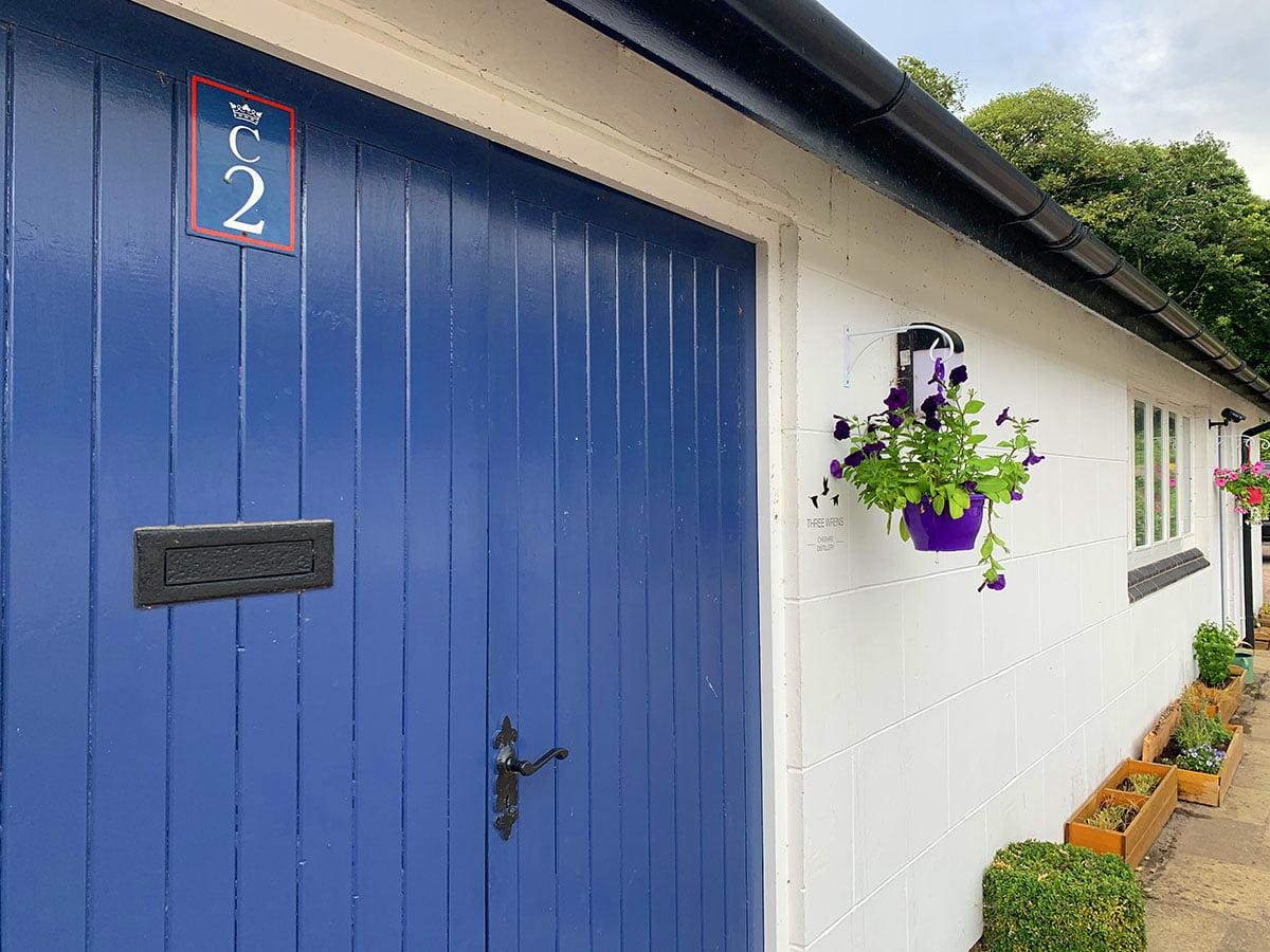 entrance three wrens gin