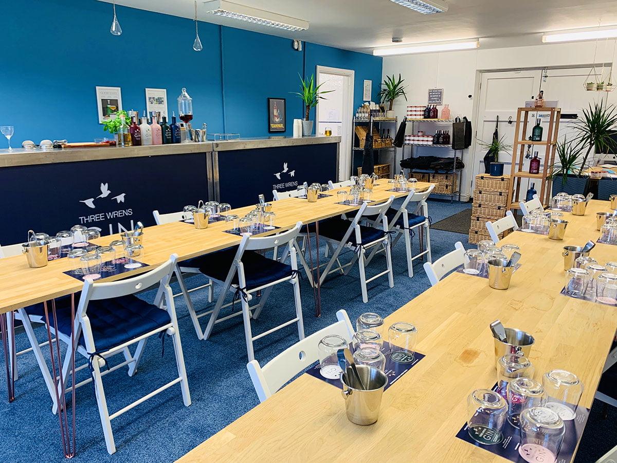 tables set gin tour